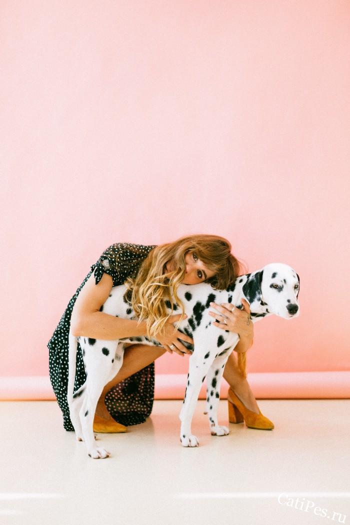 Перестаньте обнимать собаку